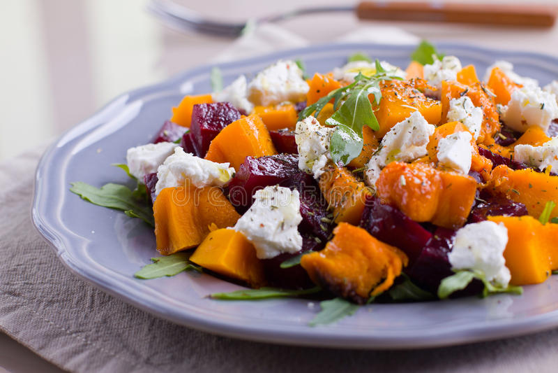 Salade de potiron et de betterave photo stock