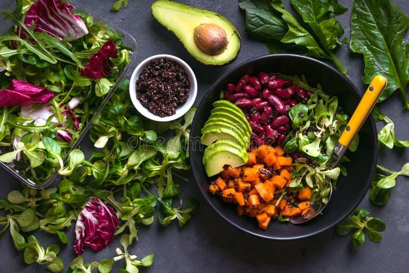 Salade de quinoa image libre de droits