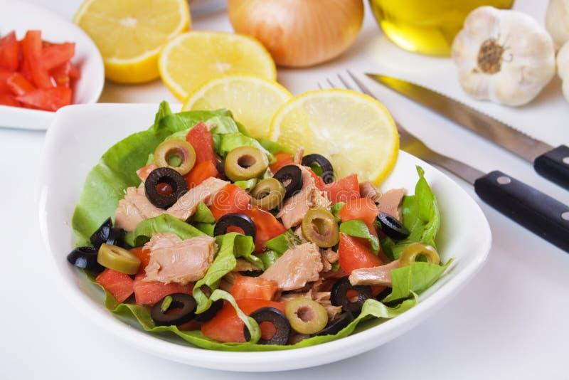Salade de thon classique photographie stock libre de droits