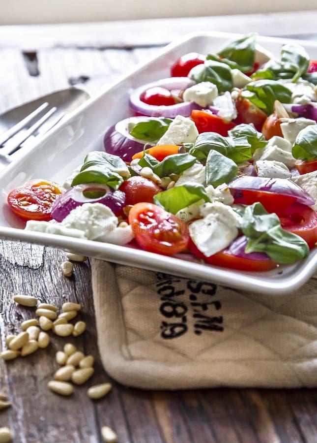 Salade de tomate avec du mozzarella images libres de droits