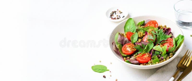 Salade de tomate Mung Bean Cherry, délicieuse cuisine végétarienne images stock