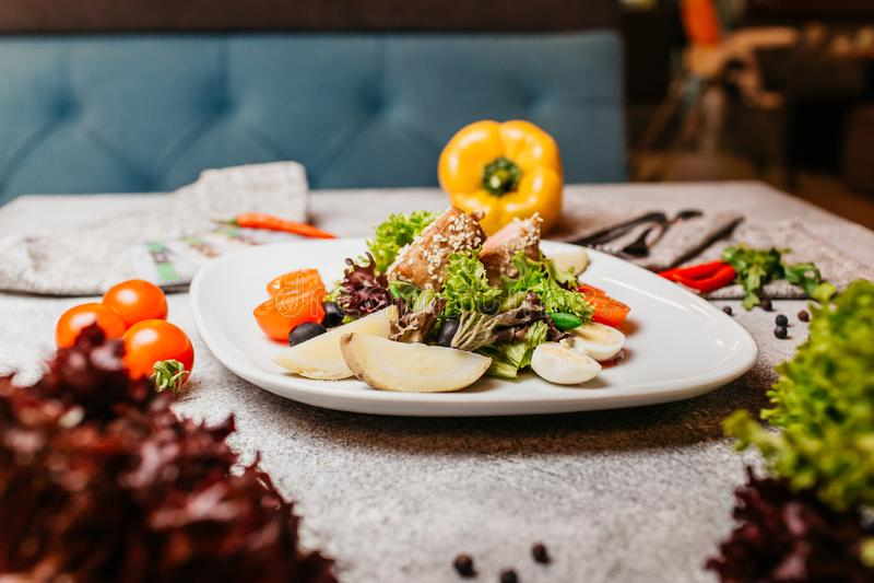 Salade de viande avec des l?gumes photos stock