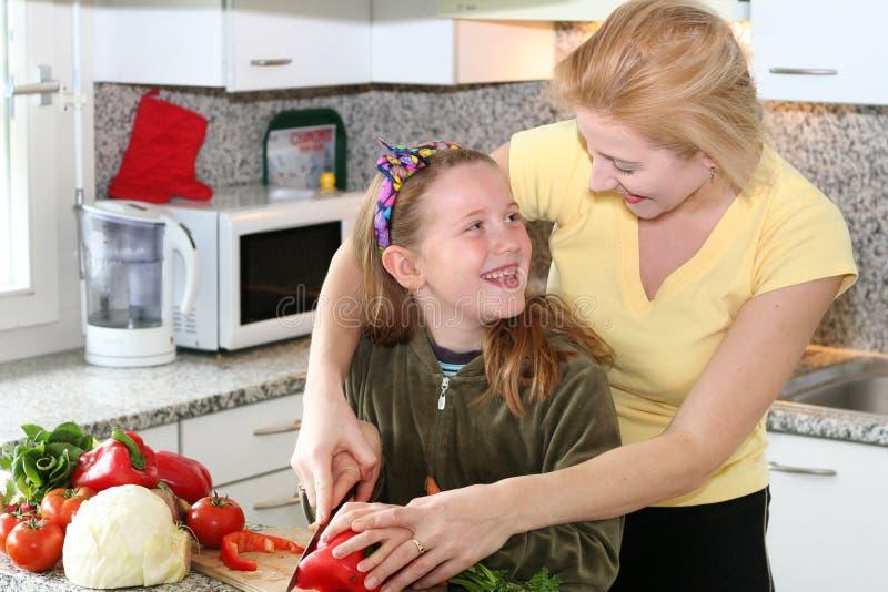 Salade effectuante heureuse photographie stock libre de droits
