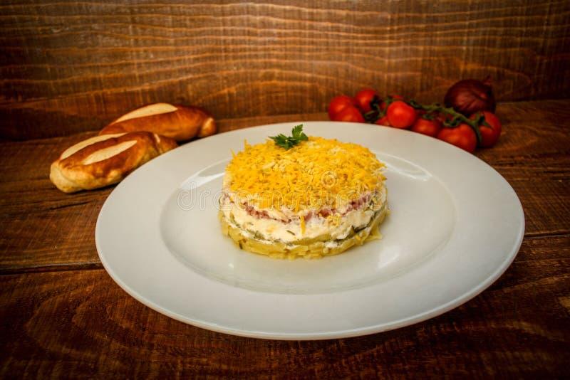 Salade en crème avec des oeufs et des concombres image libre de droits