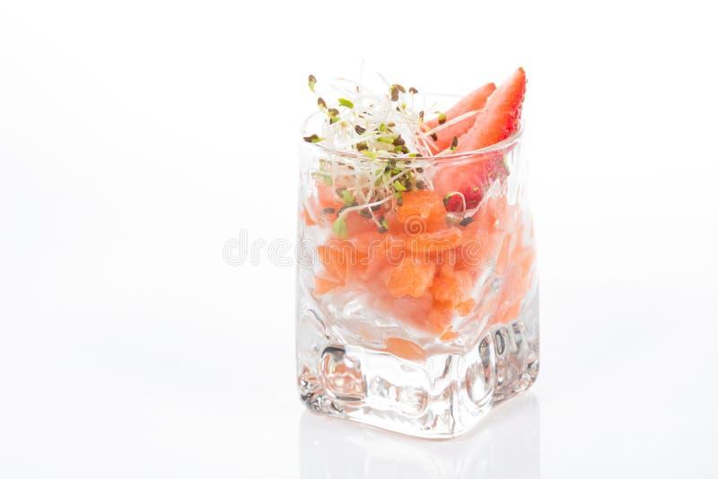 Download Salade Fraîche Avec Des Crevettes, Saumons, Avocat Et Photo stock - Image du closeup, oignon: 45353900