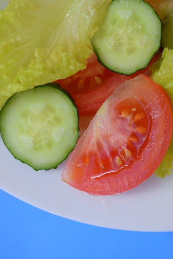 Salade fraîche avec des légumes photos libres de droits