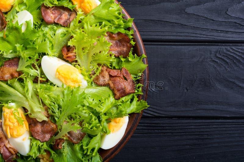 Salade fraîche avec le lard photographie stock libre de droits