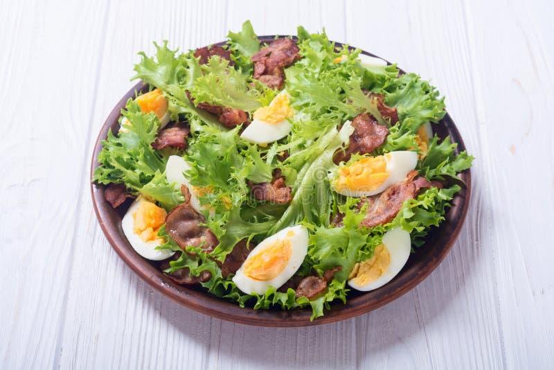 Salade fraîche avec le lard photo libre de droits