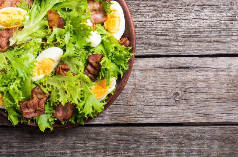 Salade fraîche avec le lard photos libres de droits