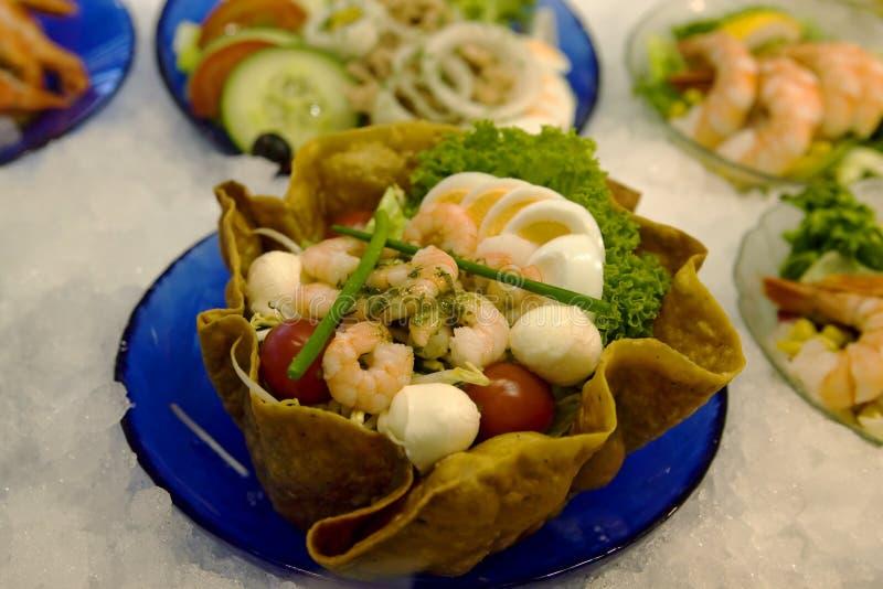 Salade fraîche de crevettes image stock