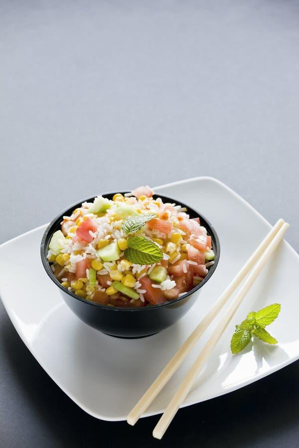 Salade fraîche de riz photographie stock