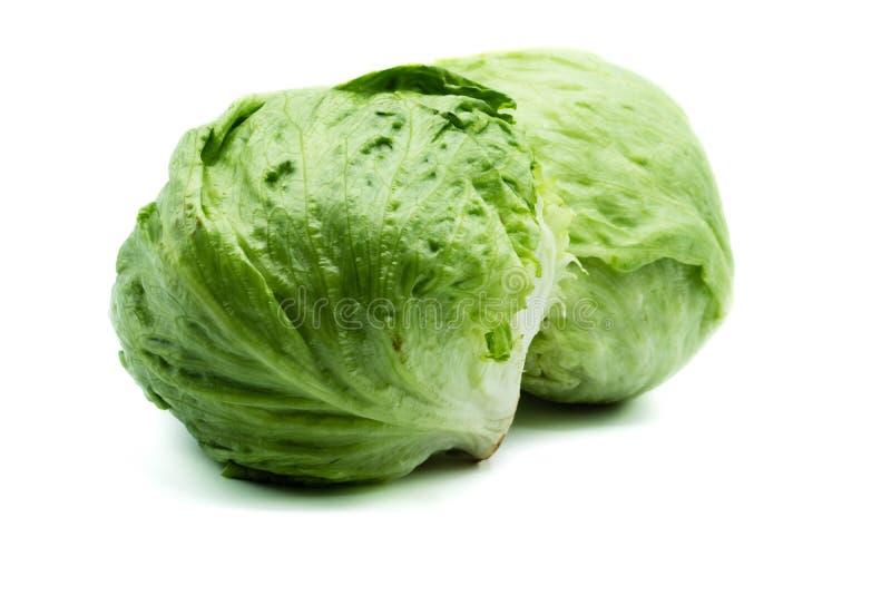 Salade 'Iceberg' deux verte d'isolement sur le fond blanc images stock