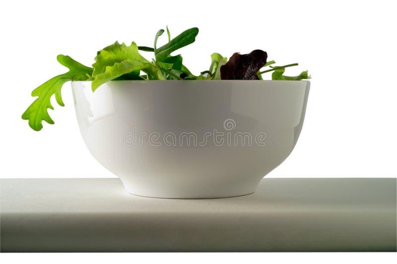 Salade in kom (1) met het knippen stock afbeeldingen