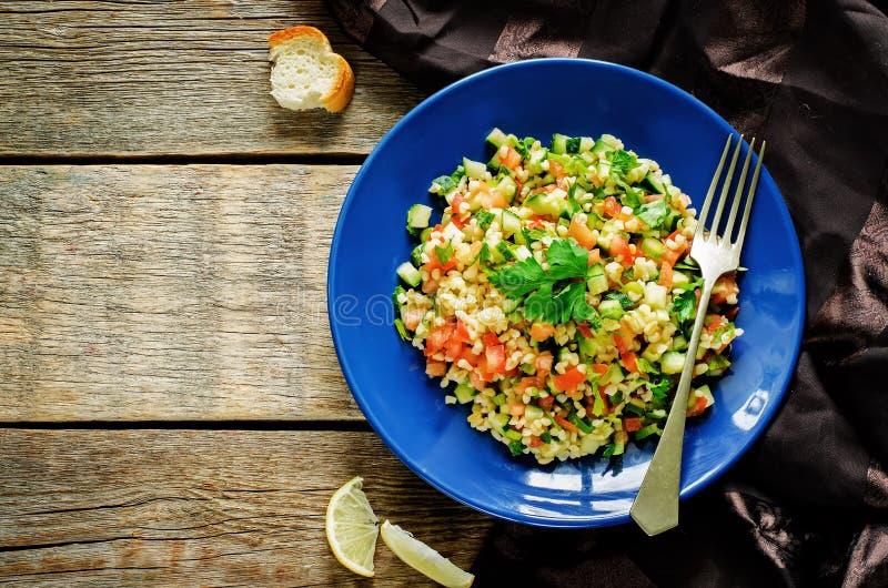 Salade met bulgur en groenten, Tabbouleh stock foto's