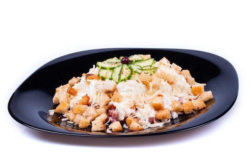 Salade met croutons en kaasworst stock fotografie