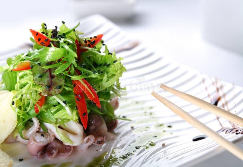 Salade met eruca en octopus royalty-vrije stock foto's