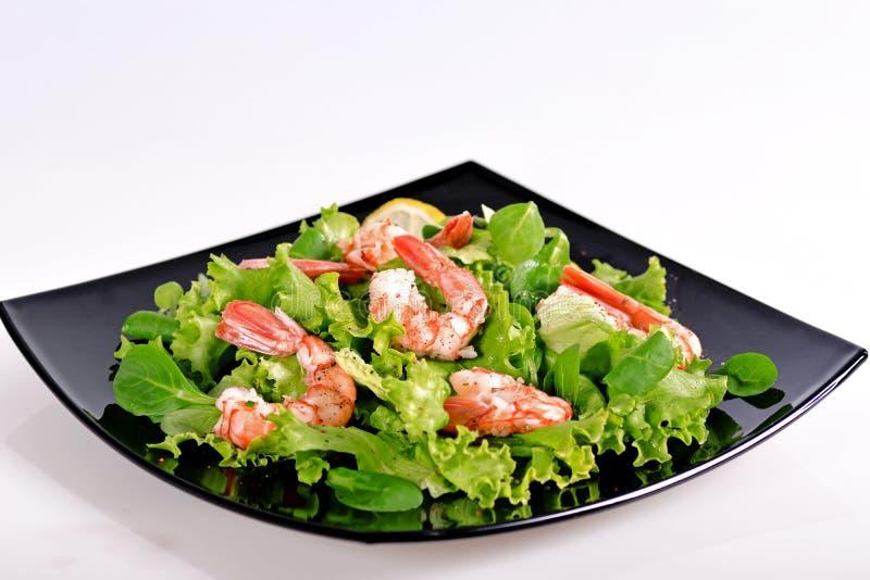 Salade met garnalen en tomaten royalty-vrije stock fotografie