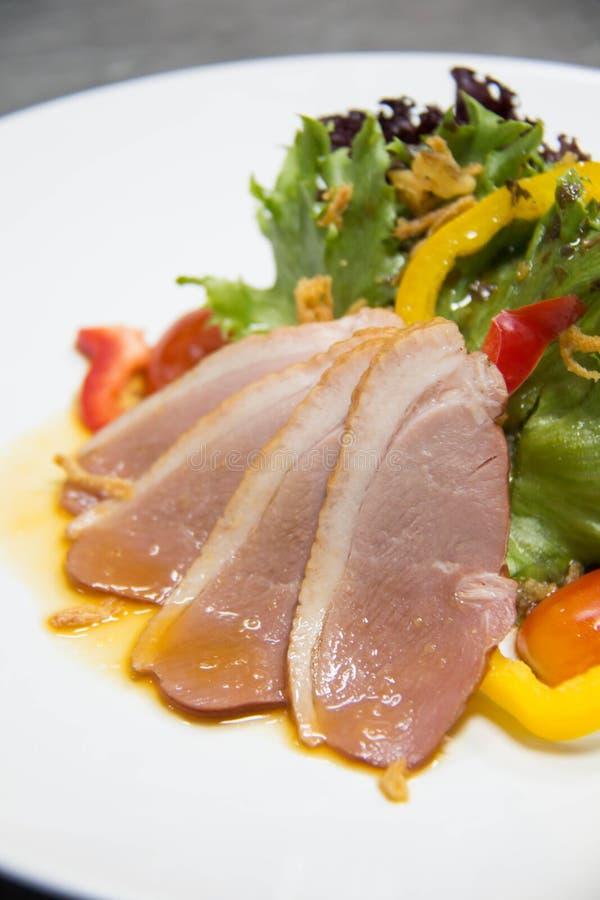 Salade met Gerookte Eend stock foto
