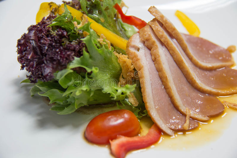 Salade met Gerookte Eend stock foto's