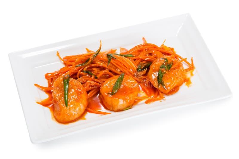 Salade met kammosselvlees met wortelen stock fotografie