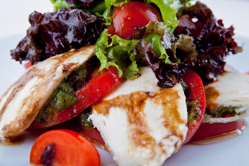 Salade met kersentomaten, stock afbeeldingen
