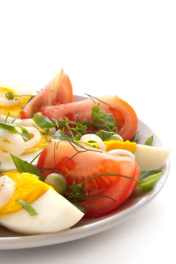Salade met tomaten en eieren stock afbeeldingen