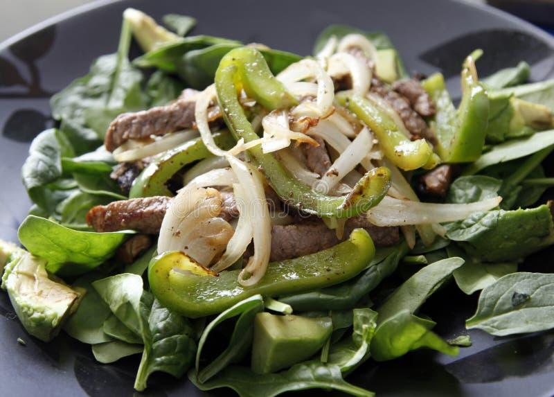 Salade met vlees stock fotografie