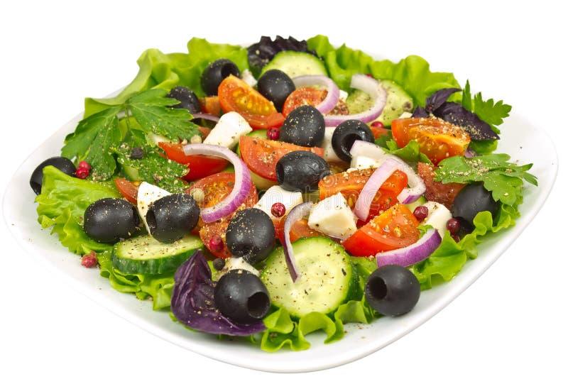Salade, olijven, basilicum, ui, tomaat en mozarella royalty-vrije stock foto