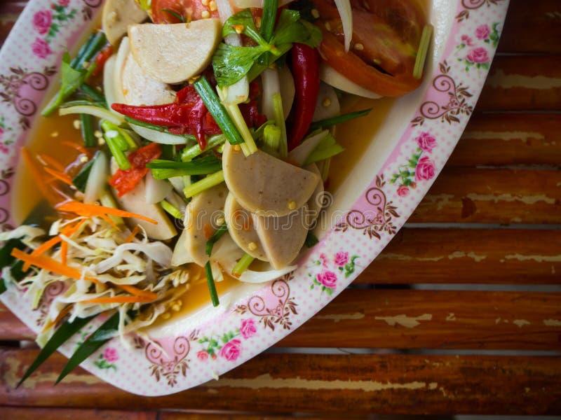 Salade ou Yum Moo Yor épicée de porc de cuisine thaïlandaise photo libre de droits