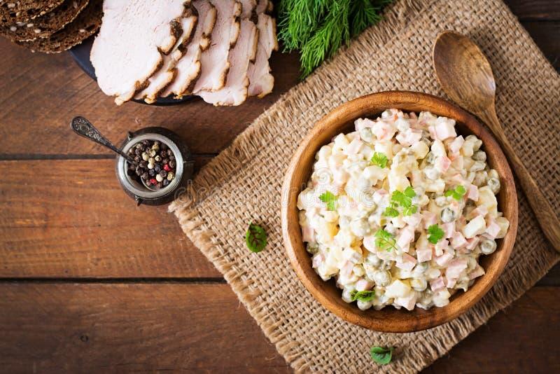 Salade russe traditionnelle Olivier image libre de droits