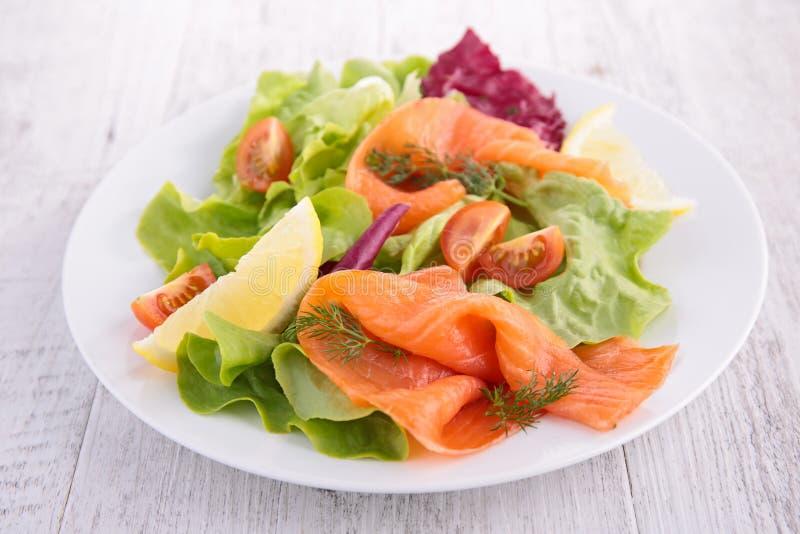 Salade saumonée desséchée photos libres de droits