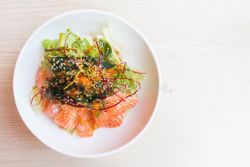 Download Salade saumonée desséchée photo stock. Image du légume - 87705998