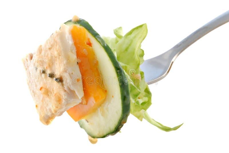 Salade sur la fourchette avec le poulet photo stock