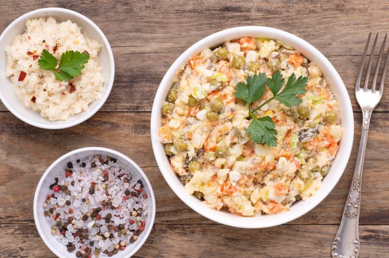 Salade végétale également connue sous le nom de salade russe photographie stock