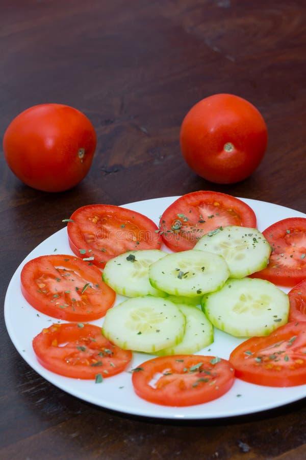 Download Salade végétale photo stock. Image du légume, plaque - 45356820