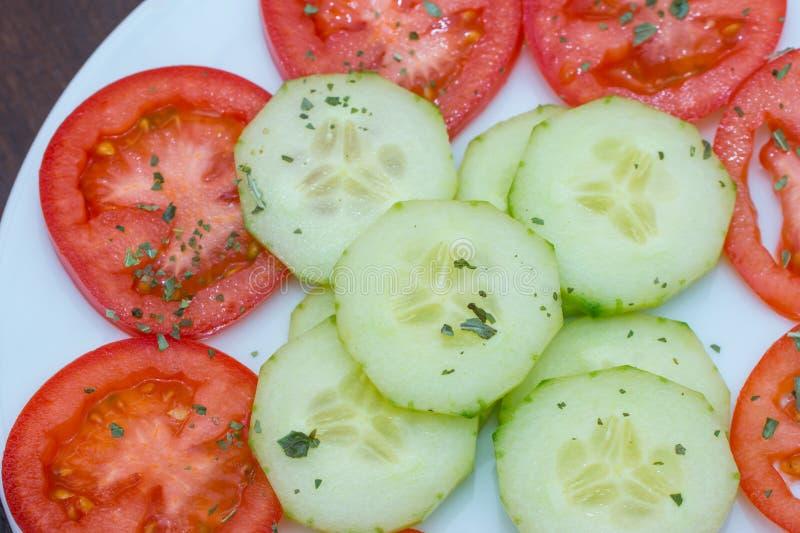 Download Salade végétale image stock. Image du produit, concombre - 45356853