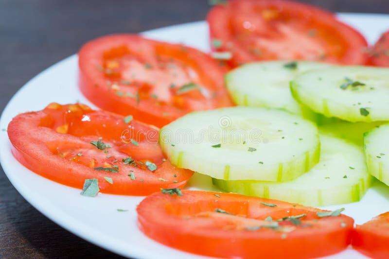 Download Salade végétale image stock. Image du tomate, concombre - 45356911