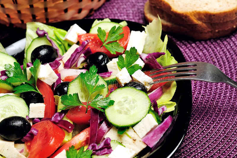 Download Salade végétale photo stock. Image du fromage, apéritif - 45360280