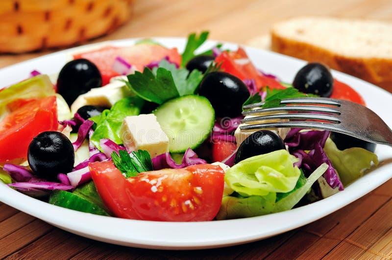 Download Salade végétale image stock. Image du régime, fourchette - 45360283