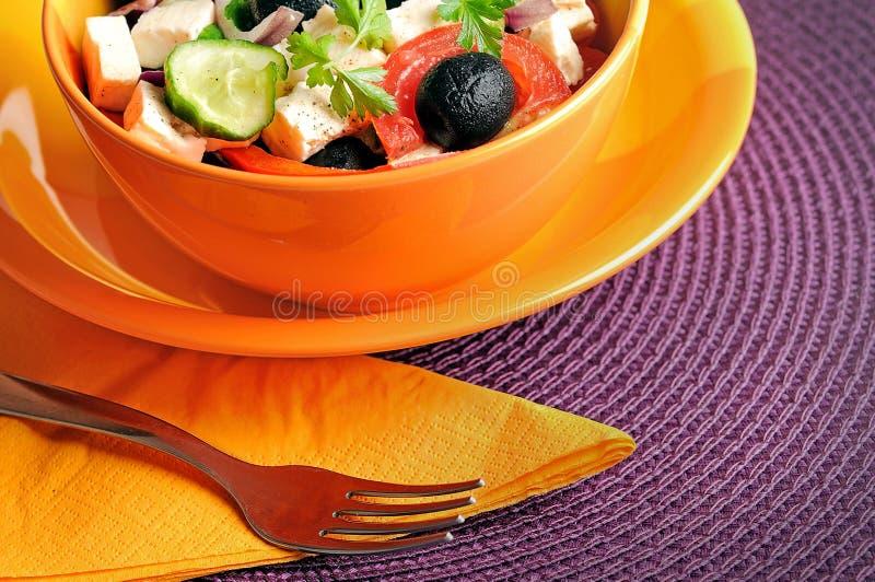 Download Salade végétale image stock. Image du serviette, assiette - 45360349