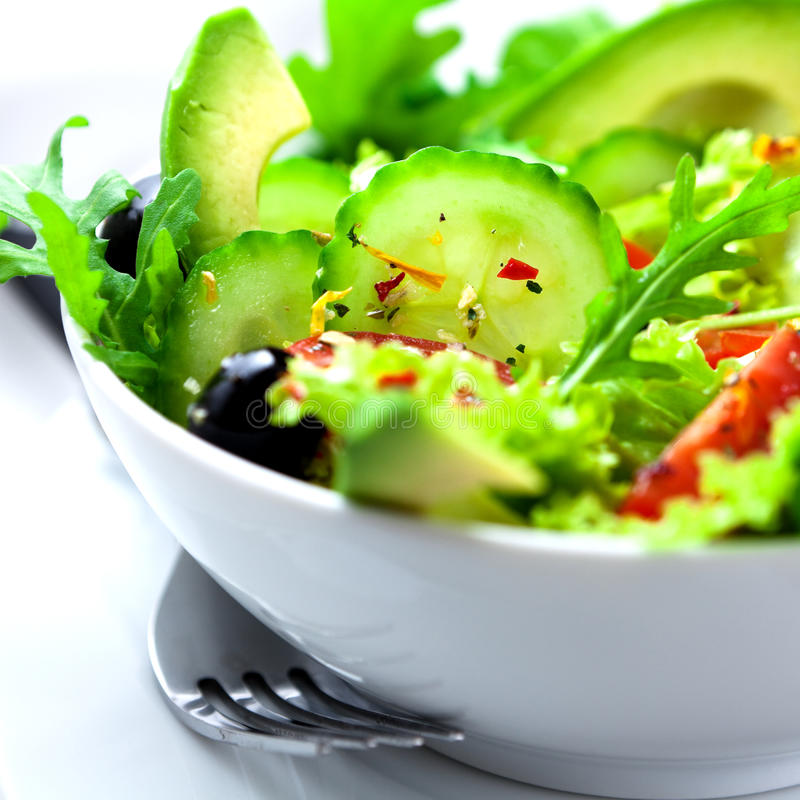 Salade végétale avec l'avocat images stock