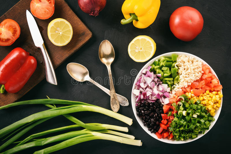 Salade végétale mexicaine avec le caviar de cowboy de haricot noir photos libres de droits