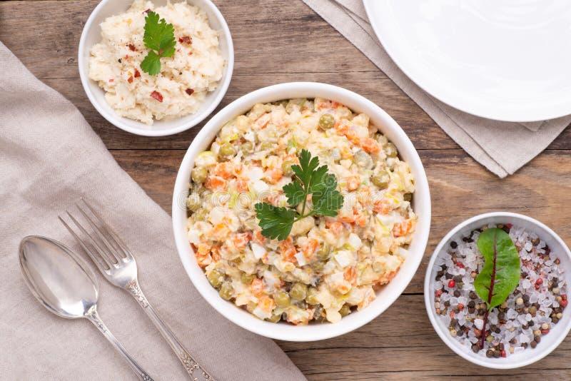 Salade v?g?tale ?galement connue sous le nom de salade russe image stock