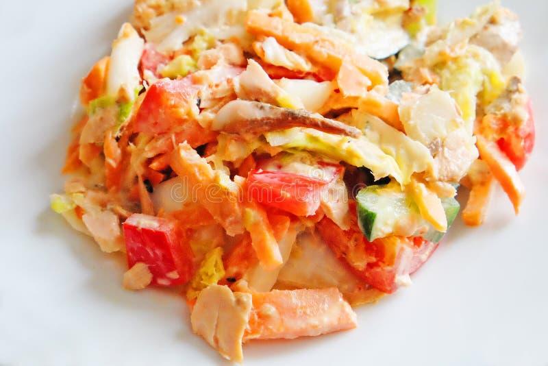 Salade van gerookte zalm stock afbeeldingen