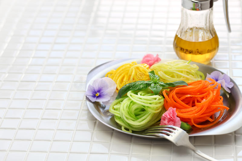 Salade van gezonde voeding de plantaardige noedels royalty-vrije stock foto's