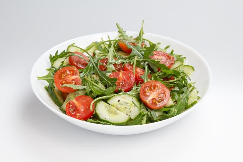 Download Salade Van Ruccola, Kersentomaten En Komkommer Stock Foto - Afbeelding bestaande uit voorgerecht, plaat: 29505640
