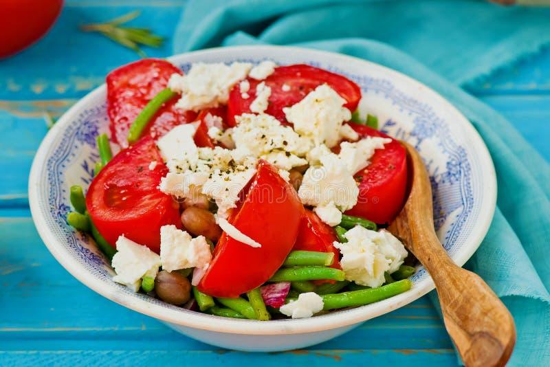 Salade van slabonen en tomaten stock afbeelding