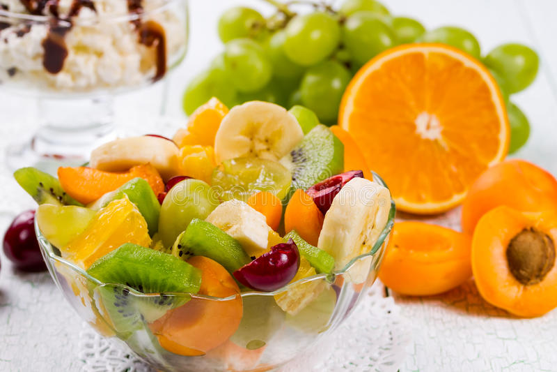 Salade van verse vruchten stock fotografie