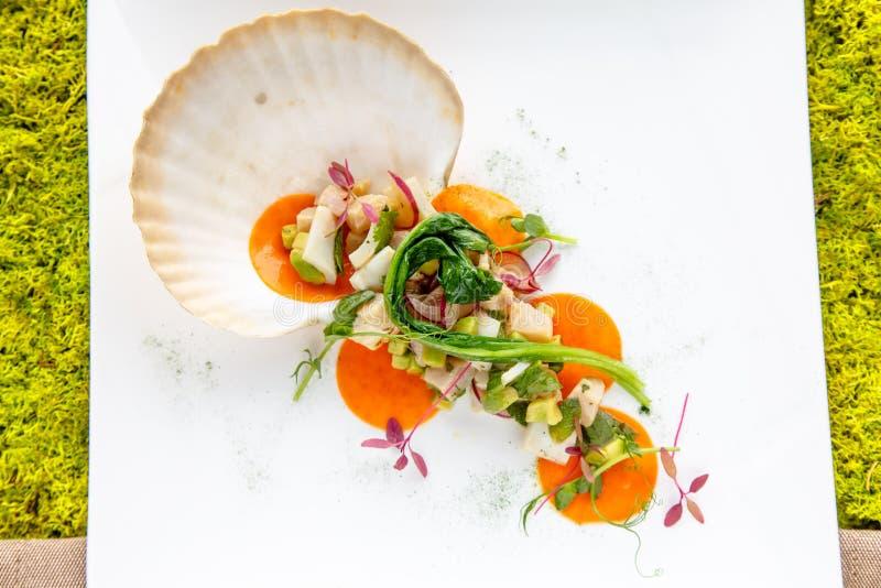 Salade van vissen en zeevruchten royalty-vrije stock foto's