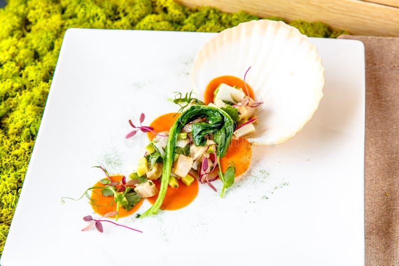 Salade van vissen en zeevruchten royalty-vrije stock fotografie